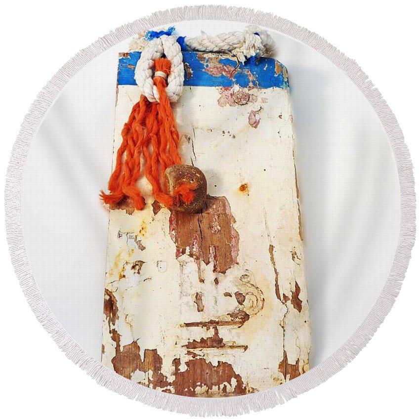 Sculpture Round Beach Towel featuring the digital art Old Salt by Charles Stuart