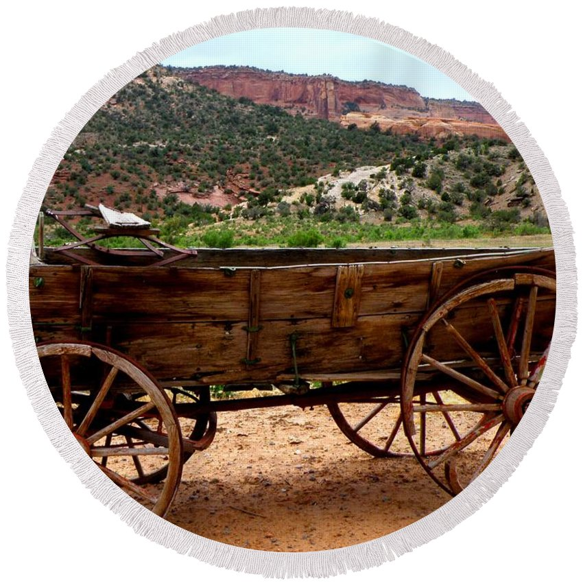Old Wagon Round Beach Towel featuring the photograph Old Wagon by George Tuffy