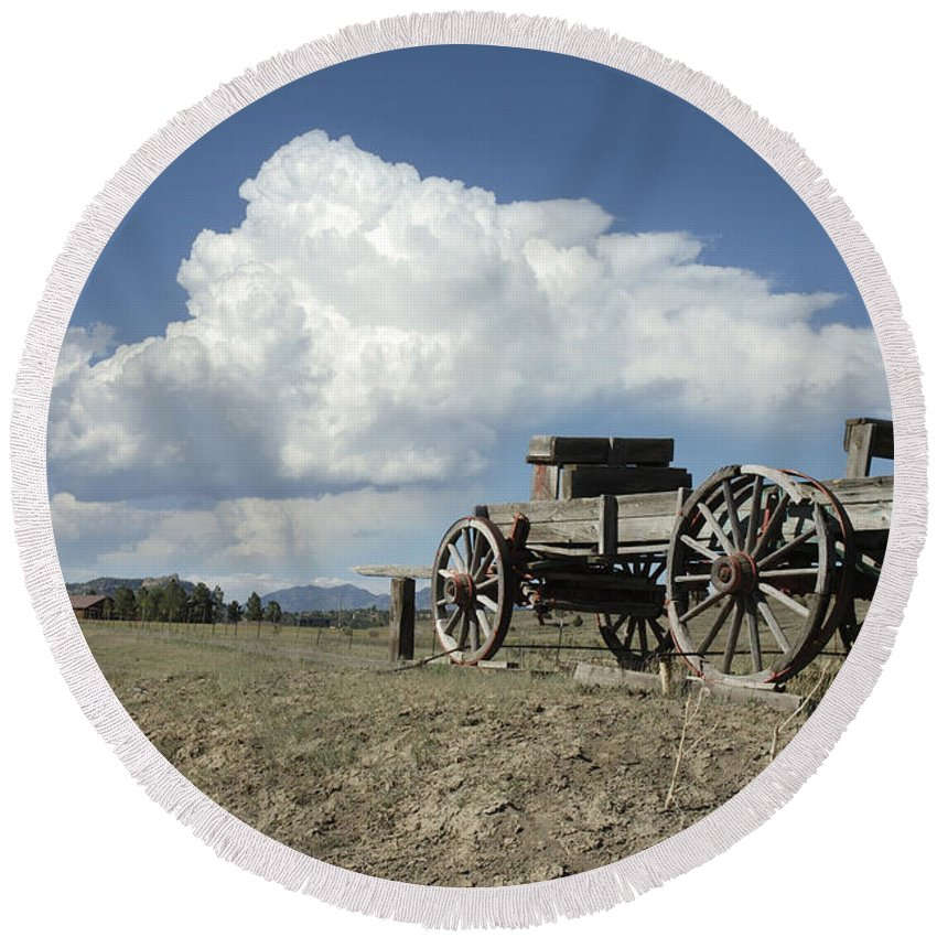 Wagon Round Beach Towel featuring the photograph Old Wagon Out West by Jerry McElroy