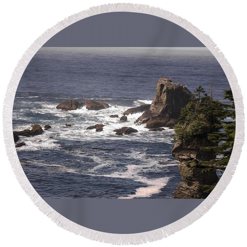 Olympic Peninsula Round Beach Towel featuring the photograph Olympic Peninsula Coastline by NaturesPix