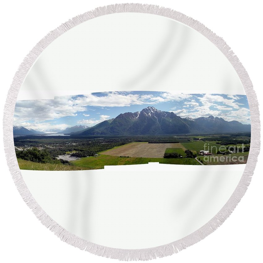 Landscape Round Beach Towel featuring the photograph On A Butteiful Day by Ron Bissett