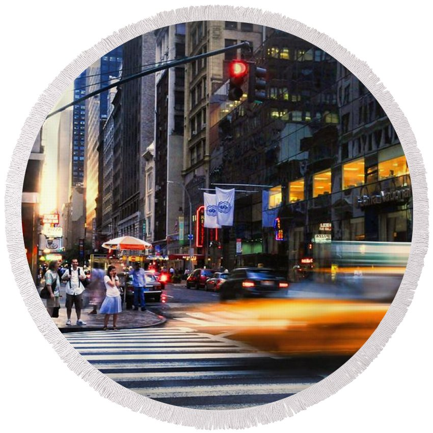 New York City Round Beach Towel featuring the photograph On Fifth by Diana Angstadt