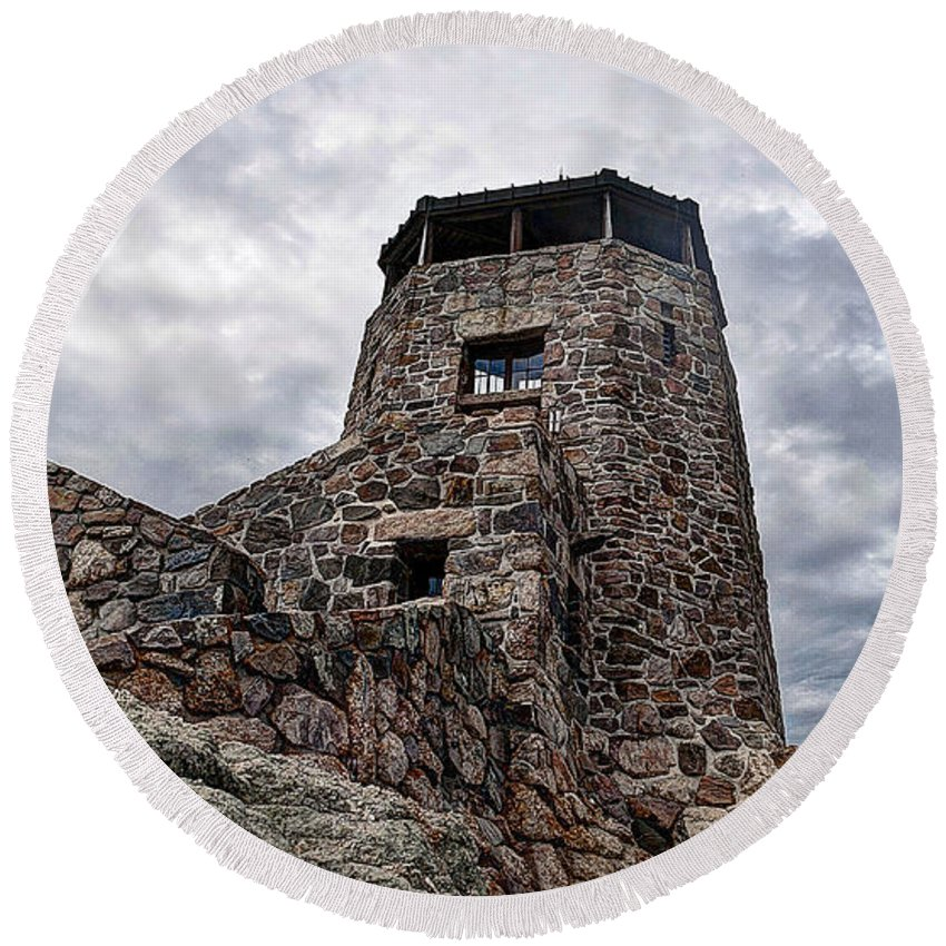 Outdoors Round Beach Towel featuring the photograph On The Lookout by Deborah Klubertanz