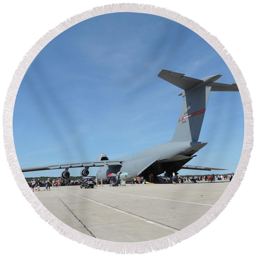 C 5 Galaxy Round Beach Towel featuring the photograph One Big Bird by Bill Tomsa