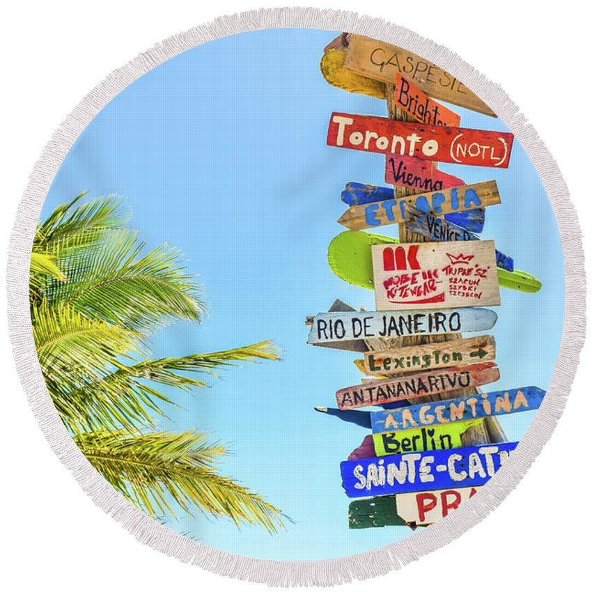 Tropic Round Beach Towel featuring the photograph Options by Billy Soden