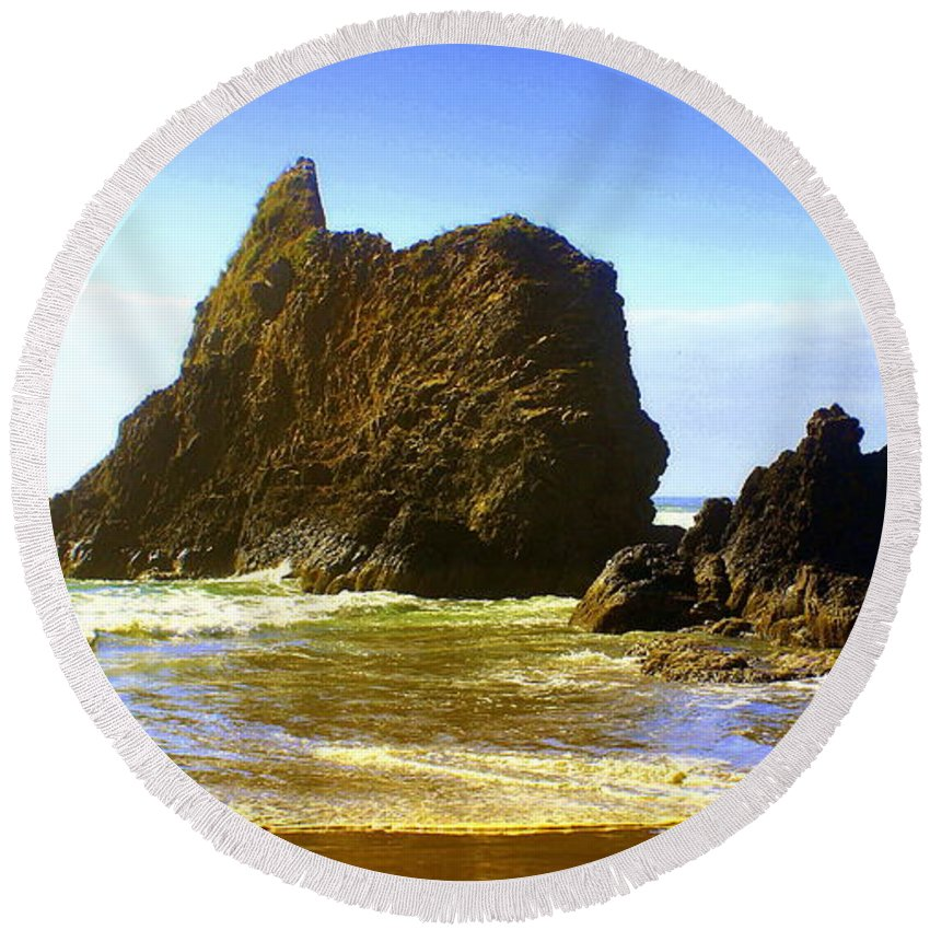 Ocean Round Beach Towel featuring the photograph Oregon Coast 13 by Marty Koch