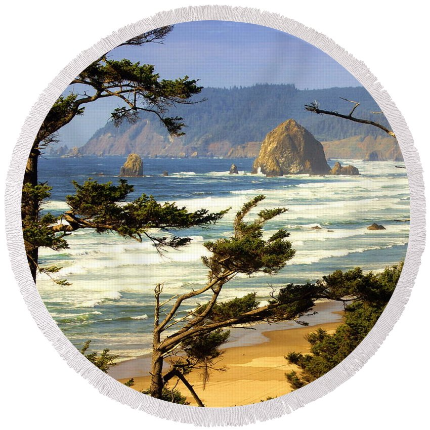 Ocean Round Beach Towel featuring the photograph Oregon Coast 15 by Marty Koch