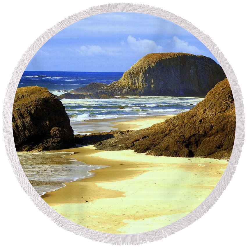 Ocean Round Beach Towel featuring the photograph Oregon Coast 18 by Marty Koch