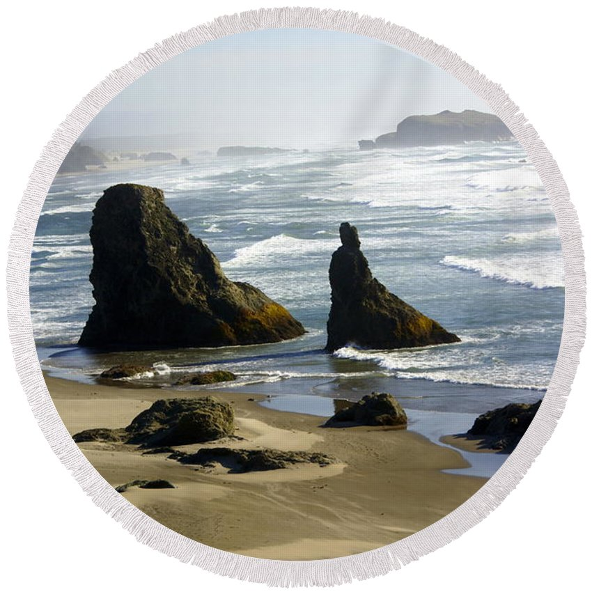 Ocean Round Beach Towel featuring the photograph Oregon Coast 19 by Marty Koch