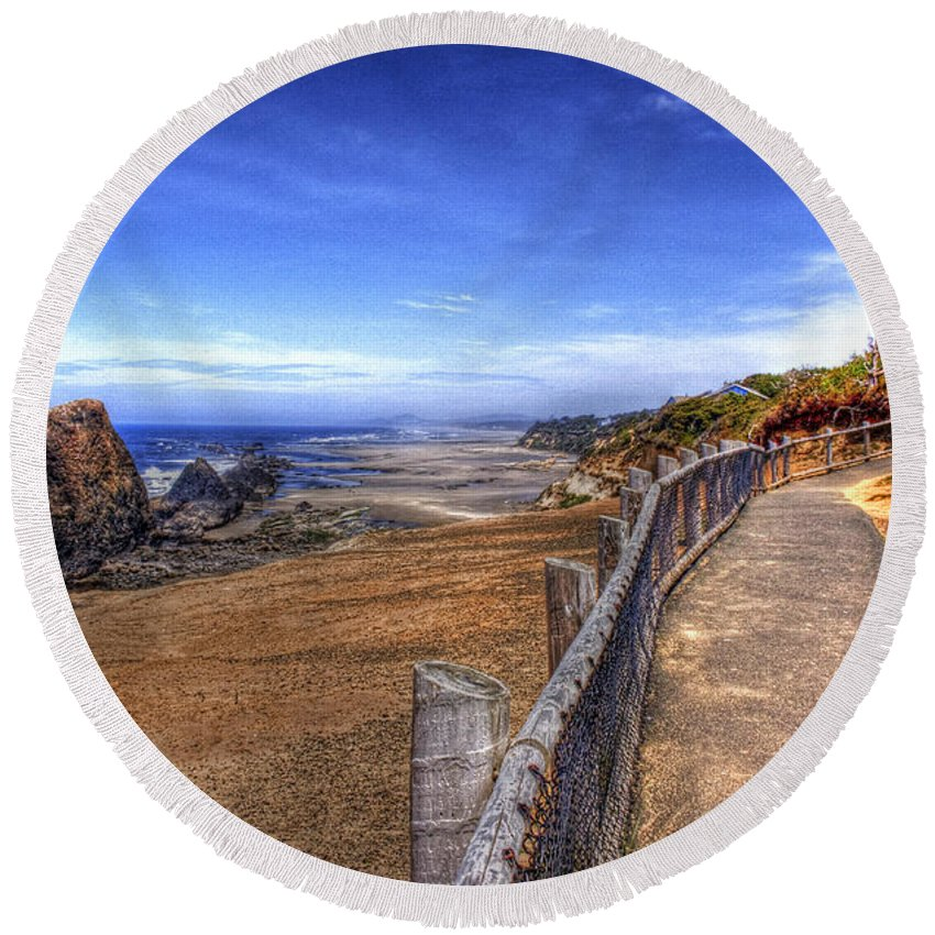 Scenic Round Beach Towel featuring the photograph Oregon Coast 2 by Lee Santa