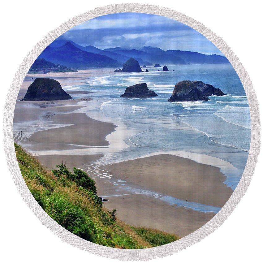 Oregon Round Beach Towel featuring the photograph Oregon Coast by Scott Mahon