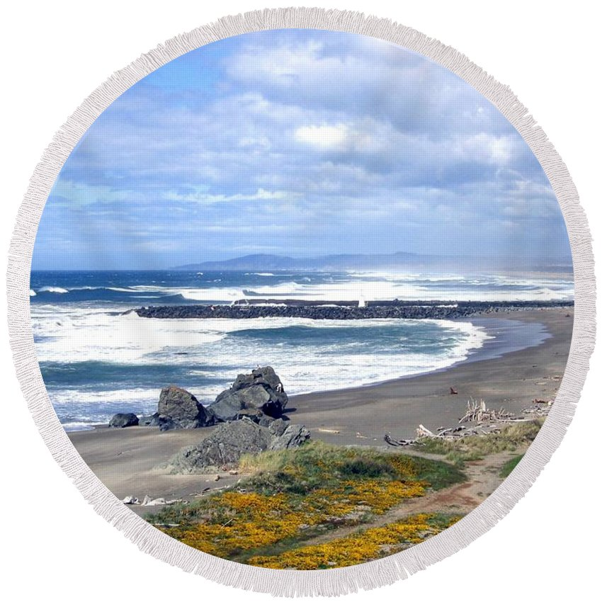 Bandon Round Beach Towel featuring the photograph Oregon Coast by Will Borden