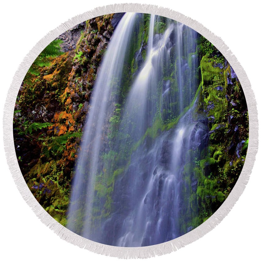 Waterfalls Round Beach Towel featuring the photograph Oregon Falls by Scott Mahon