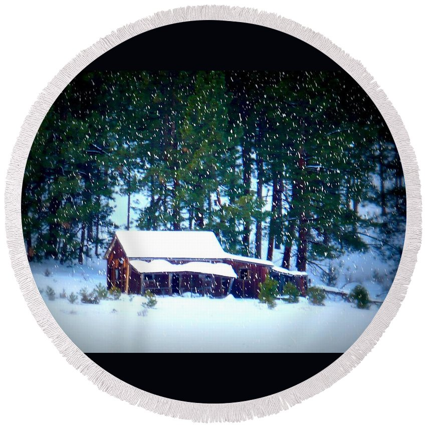 Christmas Card Round Beach Towel featuring the photograph Oregon Homestead - Winter Landscape by Carol Groenen