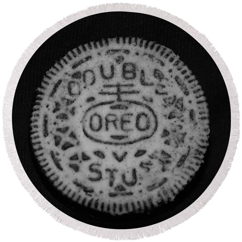 Oreo Round Beach Towel featuring the photograph Oreo In Matte Finish by Rob Hans