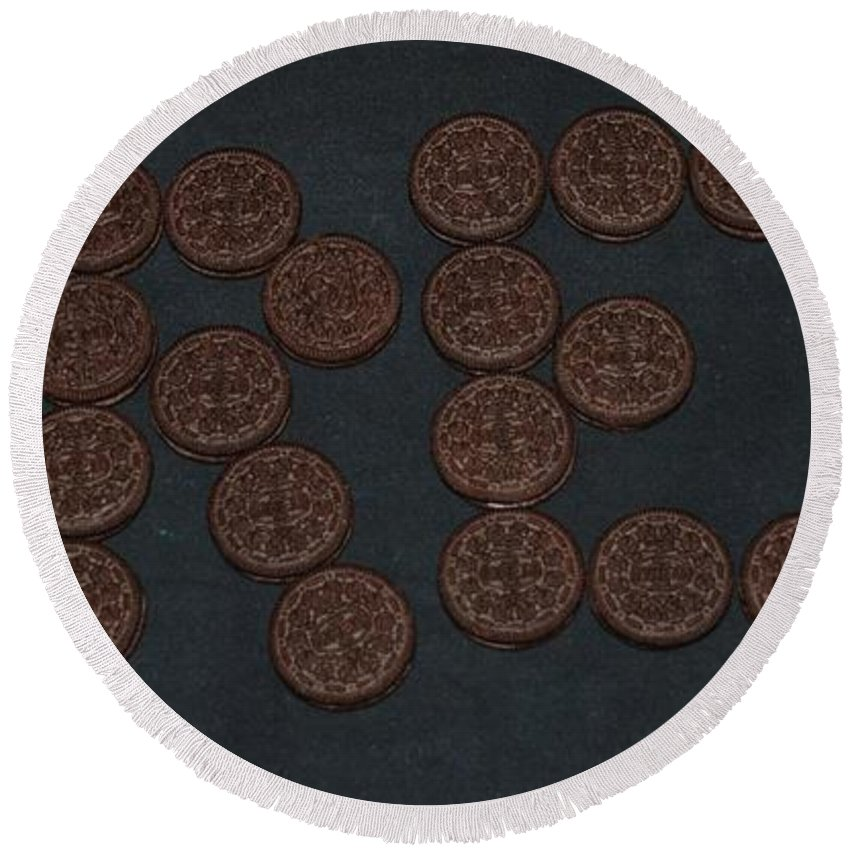 Oreo Round Beach Towel featuring the photograph Oreo by Rob Hans