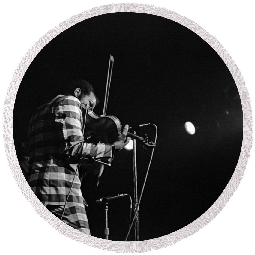 Ornette Coleman Round Beach Towel featuring the photograph Ornette Coleman On Violin by Lee Santa