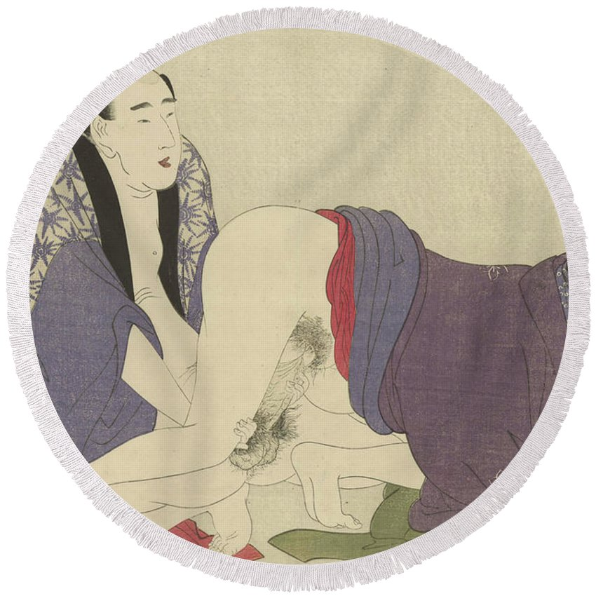 Nude Round Beach Towel featuring the painting Ouder Getrouwd Stel Bedrijft De Liefde by Kitagawa Utamaro