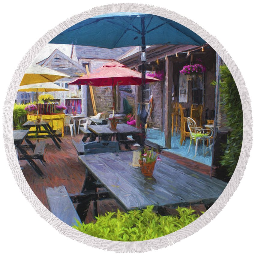 Outdoor Restaurant Round Beach Towel featuring the photograph Outdoor Restaurant by Carlos Diaz