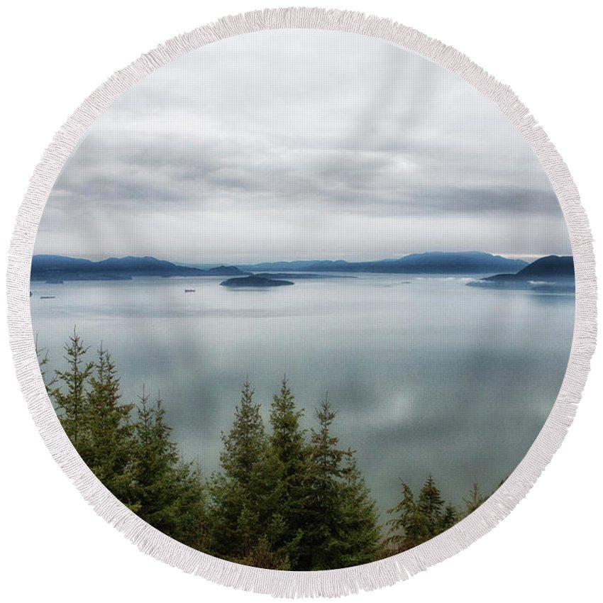 Water Round Beach Towel featuring the photograph Overlook by Charlie Duncan