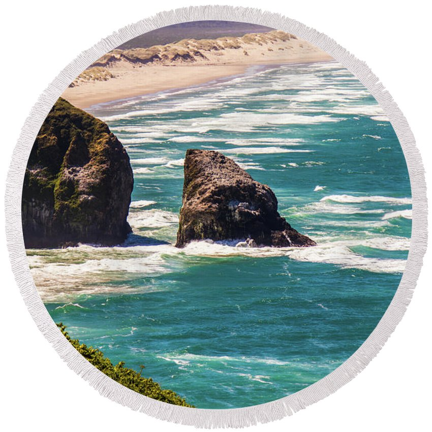 Oregon Round Beach Towel featuring the photograph Pacific Ocean Shore by Jonny D