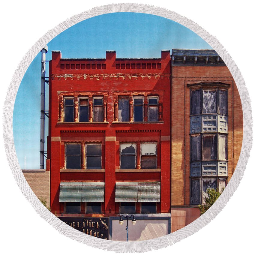 Downtown Sandusky Ohio Round Beach Towel featuring the photograph Painting The Town Red by Shawna Rowe