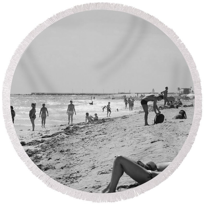 Black And White Round Beach Towel featuring the photograph Paradise Beach In Black And White by Rob Hans