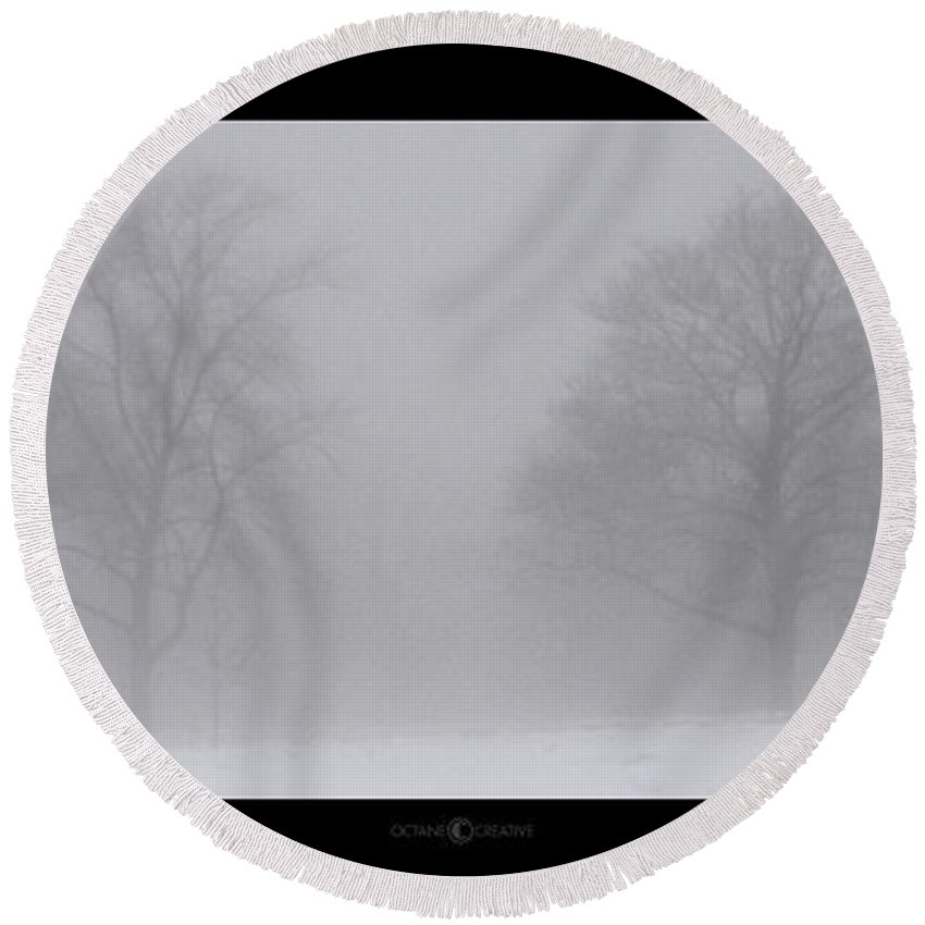 Fog Round Beach Towel featuring the photograph Park In Winter Fog by Tim Nyberg