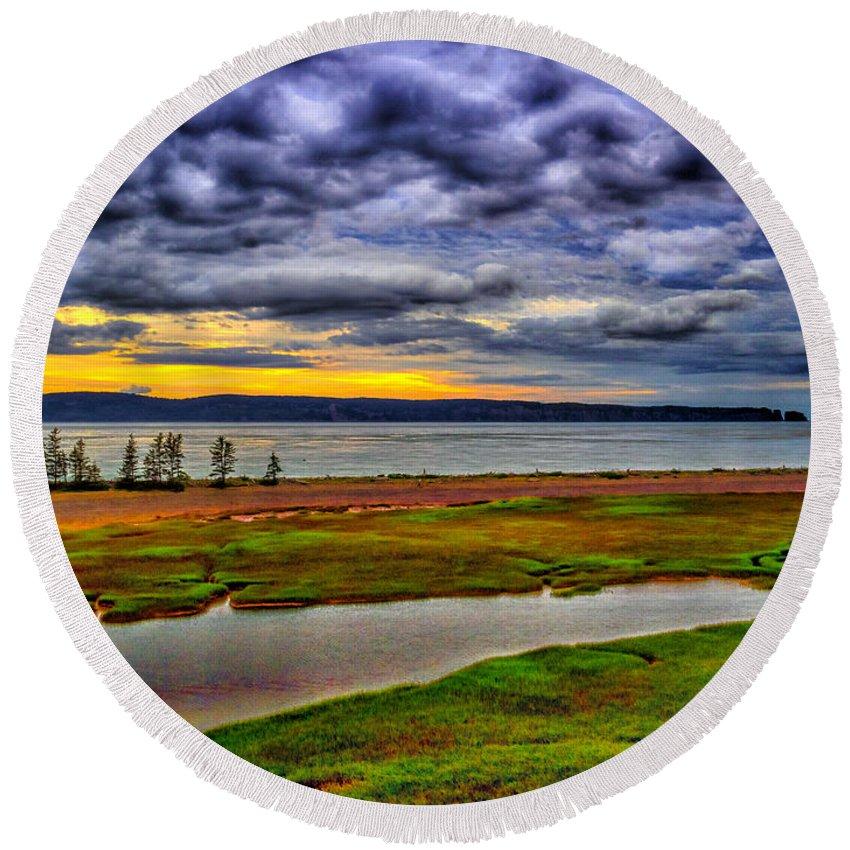 Canada Round Beach Towel featuring the photograph Parrsboro Dawn by Mark Llewellyn