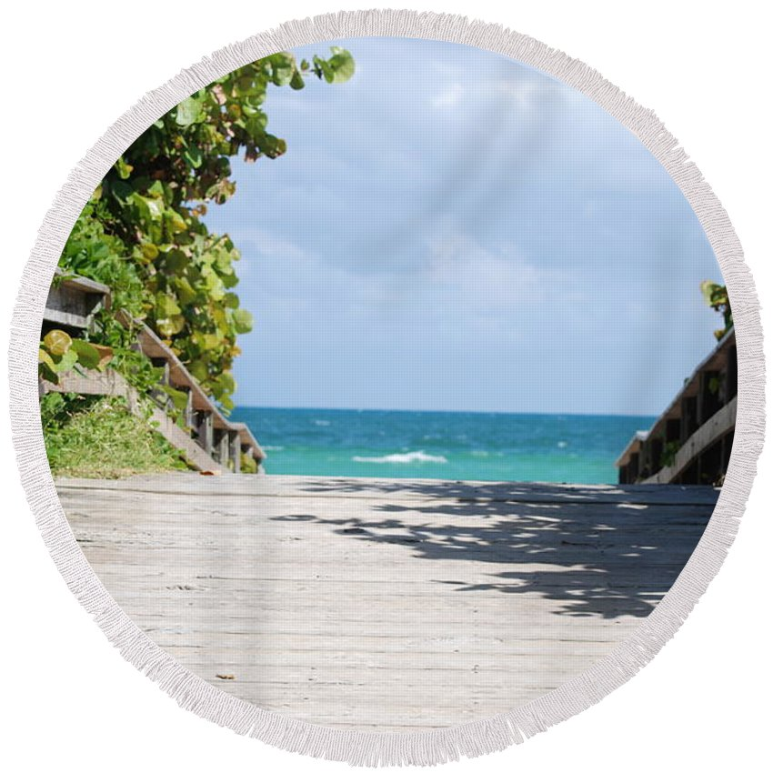Sea Scape Round Beach Towel featuring the photograph Path To Paradise by Rob Hans
