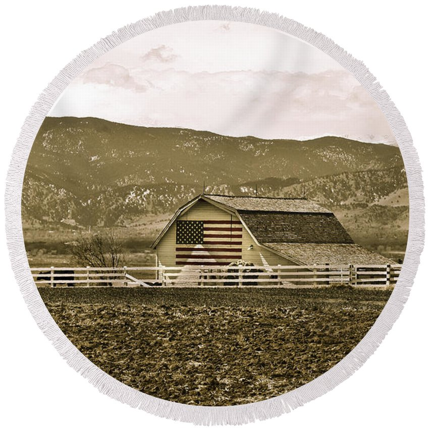 Americana Round Beach Towel featuring the photograph Patriotism And Barn by Marilyn Hunt