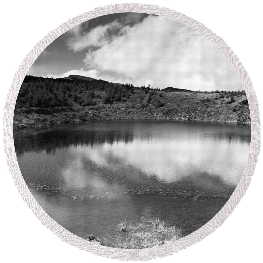 Lake Round Beach Towel featuring the photograph Pau-pique Lake by Gaspar Avila