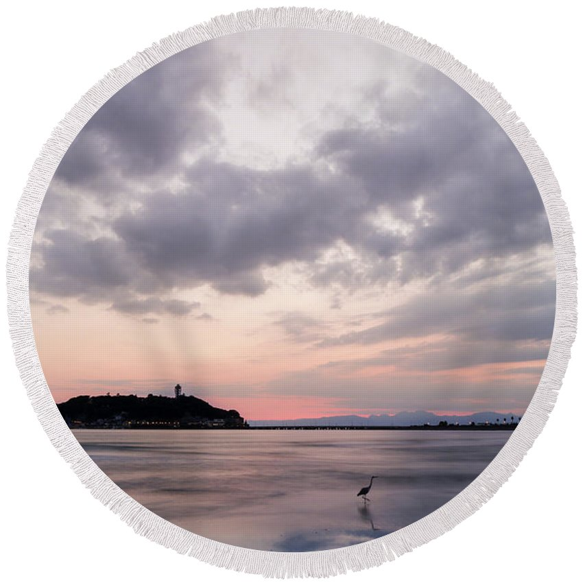 Amber Round Beach Towel featuring the photograph Peace Of Mind by Masa Onikata
