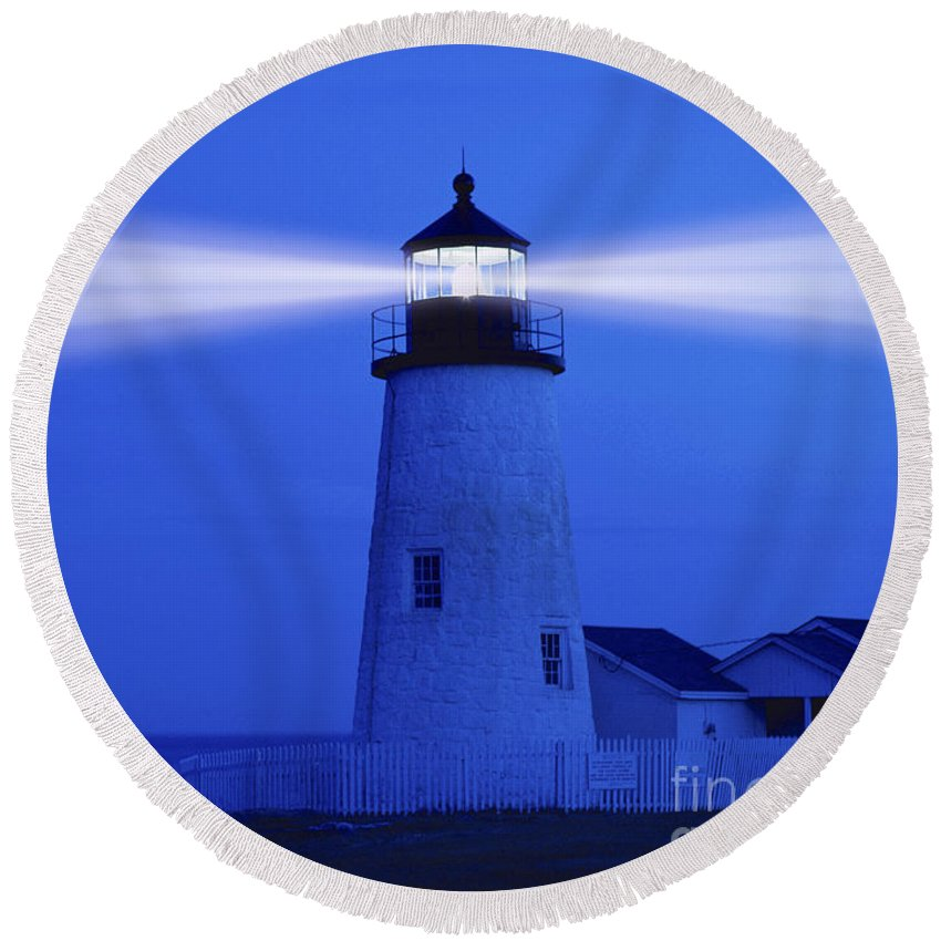 Lighthouses Round Beach Towel featuring the photograph Pemaquid Lighthouse by George Robinson