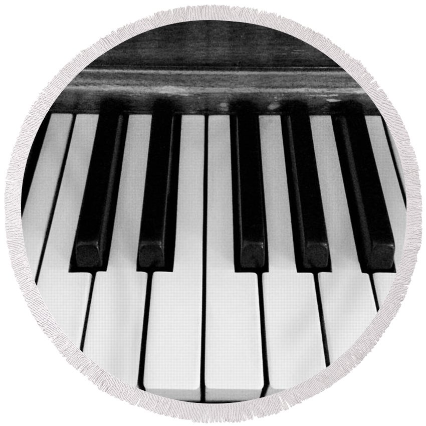 Piano Round Beach Towel featuring the photograph Piano Keys by Shelly Dixon
