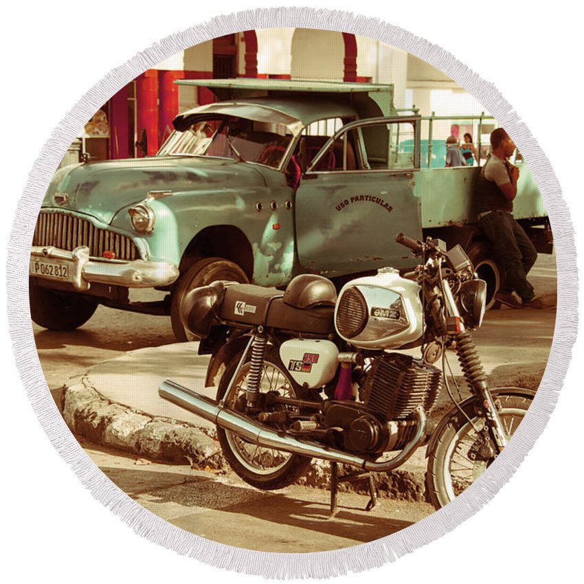 Cuba Round Beach Towel featuring the photograph Pickup Bike by Rob Hawkins