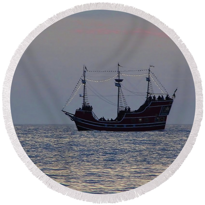 Ship Round Beach Towel featuring the photograph Pirate Ship At Clearwater by D Hackett