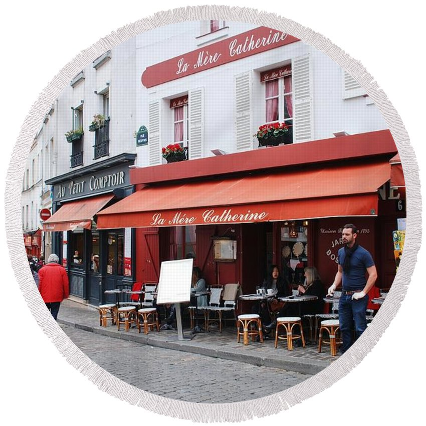 Paris Round Beach Towel featuring the photograph Place Du Tertre In Paris by David Fowler