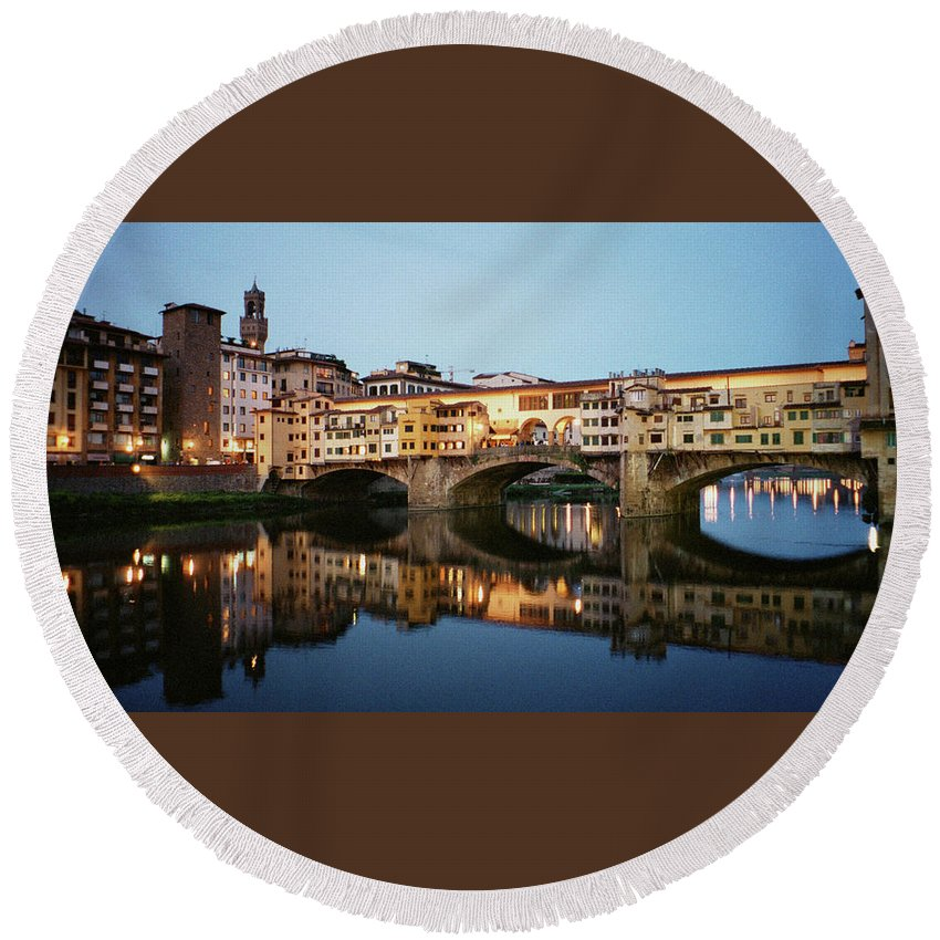 Italy Round Beach Towel featuring the photograph Ponte Vecchio by Dick Goodman