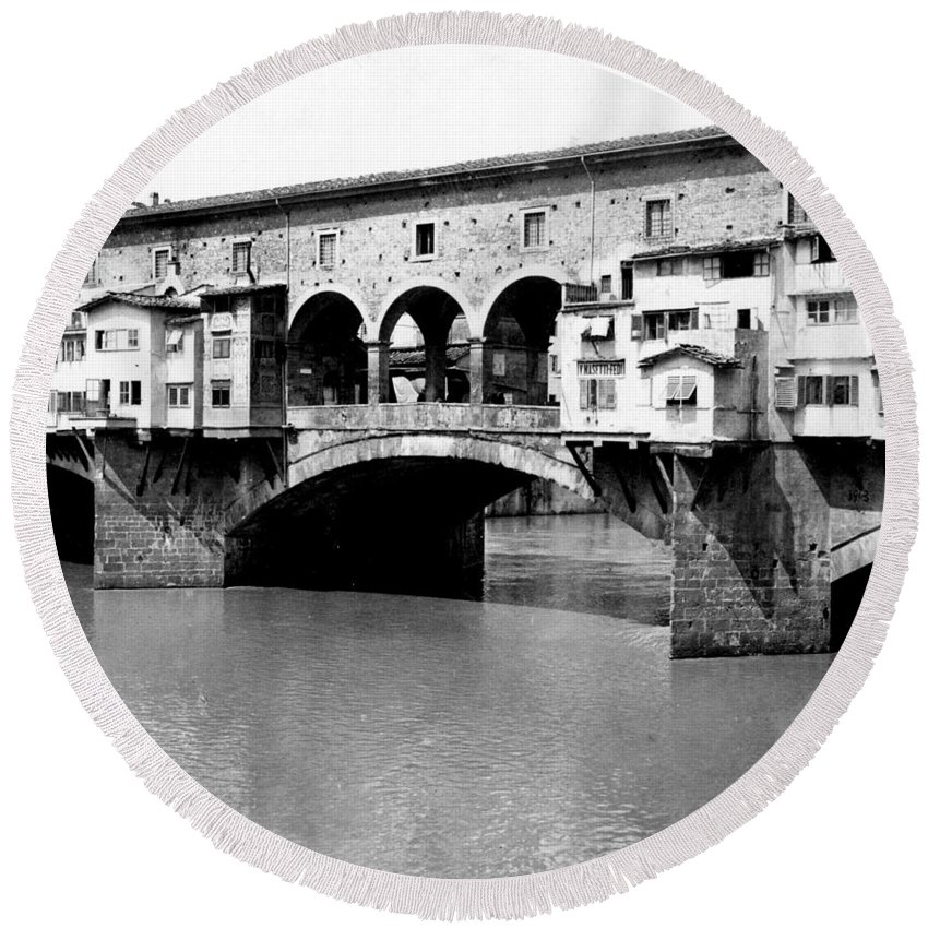 Florence Round Beach Towel featuring the photograph Ponte Vicchio Bridge In Florence Italy - C 1905 by International Images