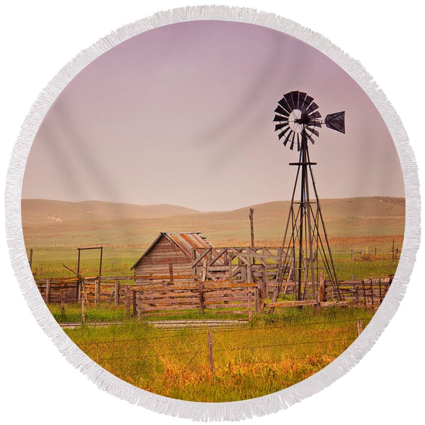 Tim Flanigan Round Beach Towel featuring the photograph Prairie Windmill by Timothy Flanigan