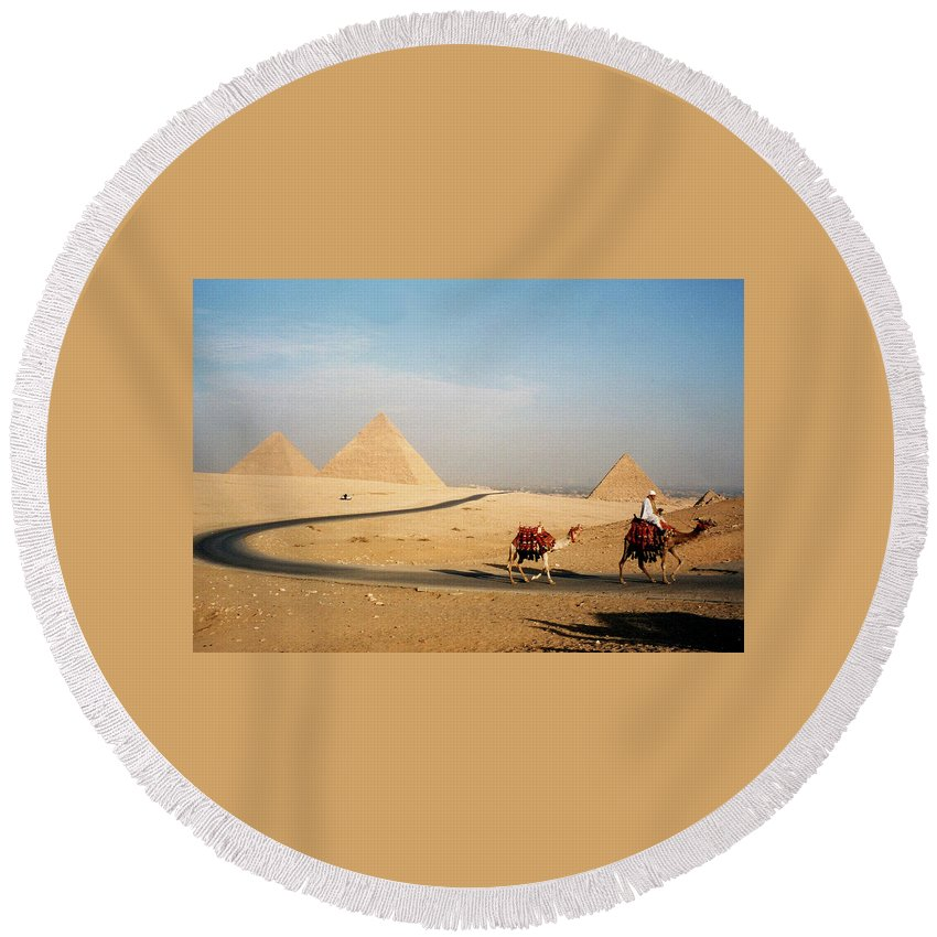 Pyramid Round Beach Towel featuring the photograph Pyramids At Giza by Pat Kenyon