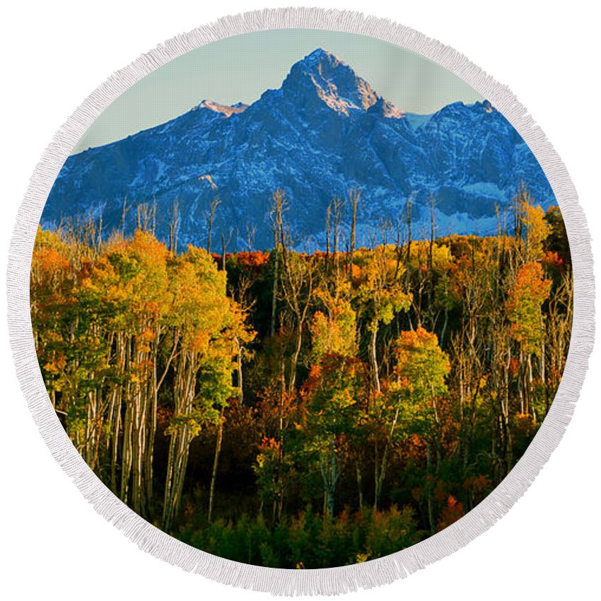 Mount Sneffels 14150ft Round Beach Towel featuring the photograph Queen Of The San Juans by David Lee Thompson