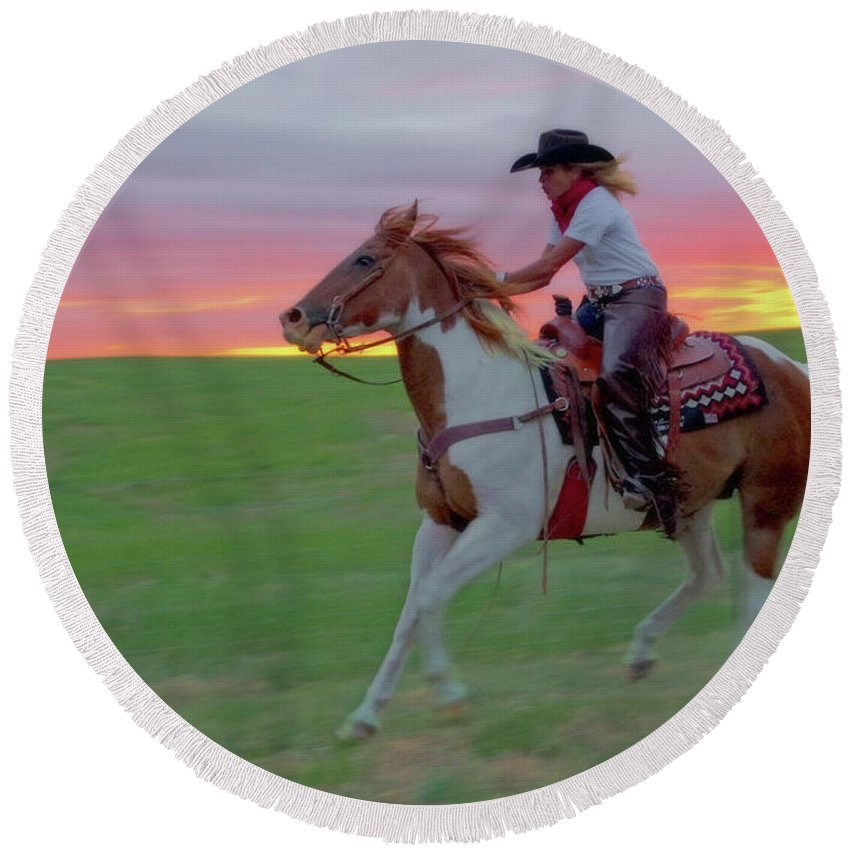 Horse Round Beach Towel featuring the photograph Racing The Sunset by Amanda Smith