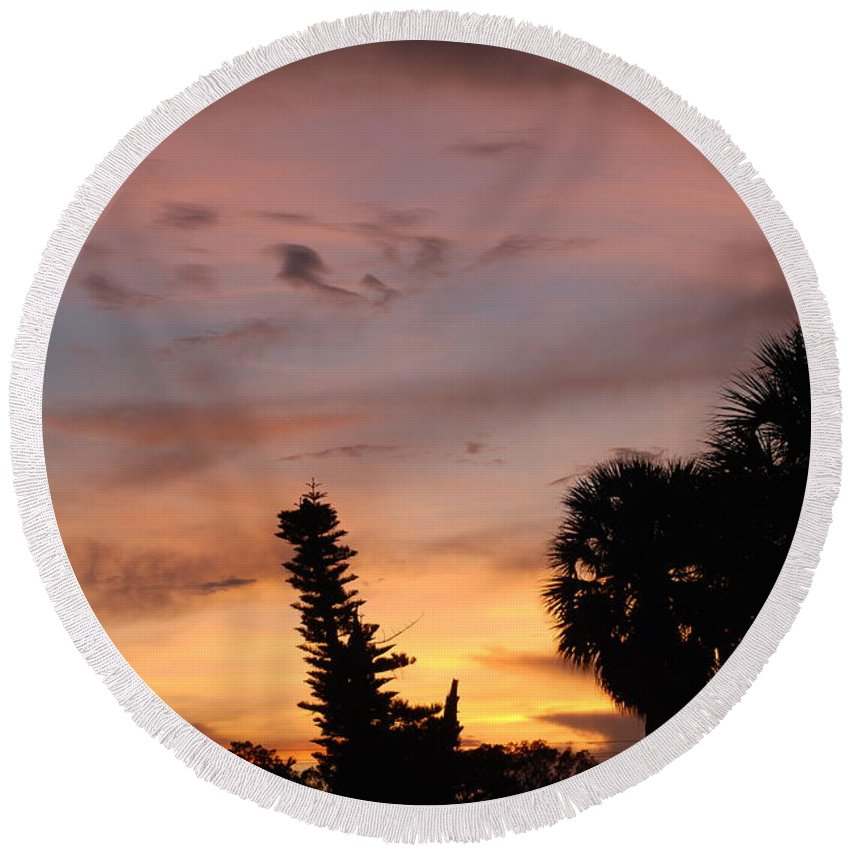 Sunset Round Beach Towel featuring the photograph Rainbow Sunset by Rob Hans