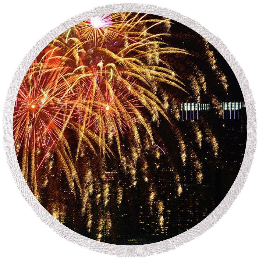 Nyc Fireworks Round Beach Towel featuring the photograph Raining Golden New Year Wishes by Regina Geoghan