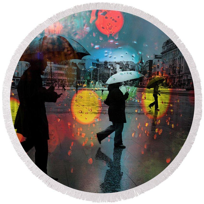 Rain Round Beach Towel featuring the photograph Rainy City Scene by Mal Bray