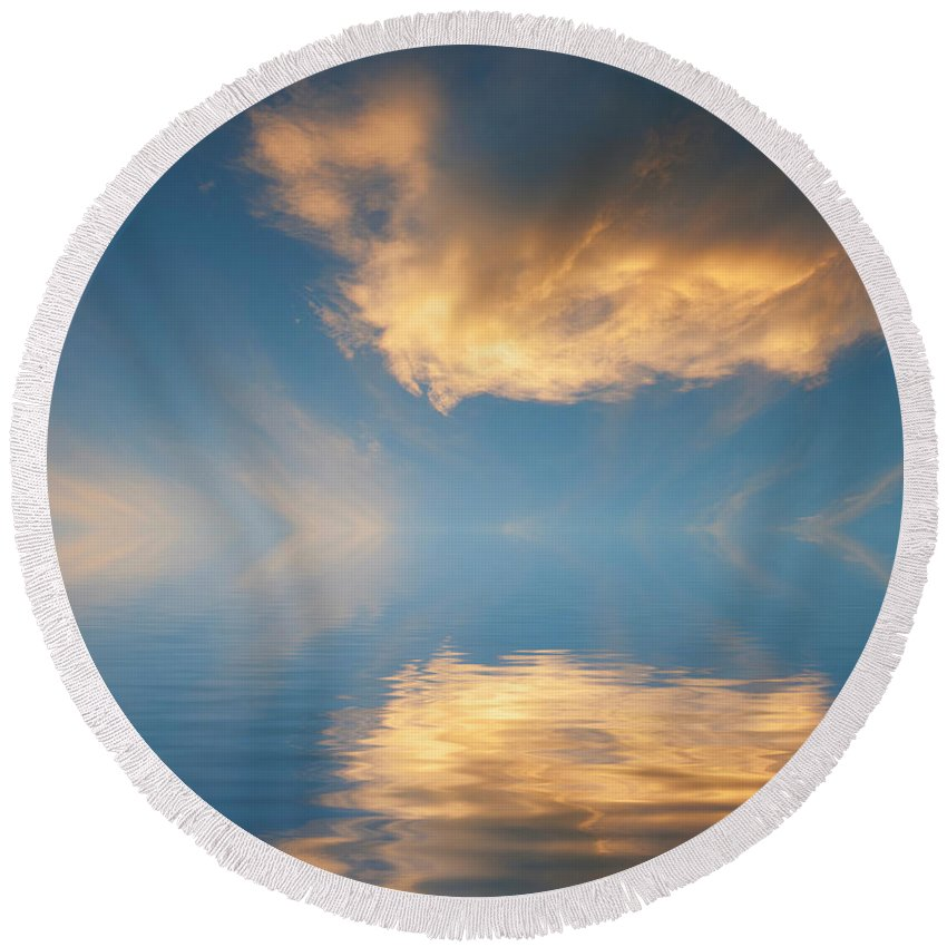 Cloud Round Beach Towel featuring the photograph Reaching For The Sun by Jerry McElroy