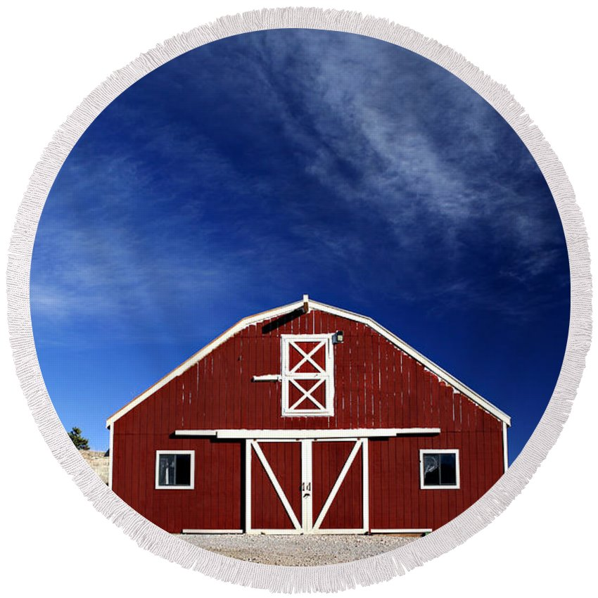 Americana Round Beach Towel featuring the photograph Red And White Barn by Marilyn Hunt
