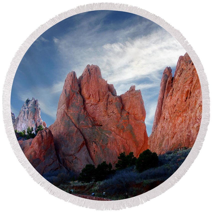 Garden Of The Gods Round Beach Towel featuring the photograph Red Rock by Anthony Jones
